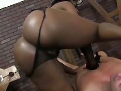 Ebony babes bj while showing her..